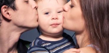 Relatiile de iubire ale copilului depind de parinti. Iata cum il influentezi fara sa stii