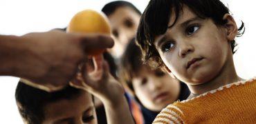 Cum îi învățăm pe copii să dăruiască?