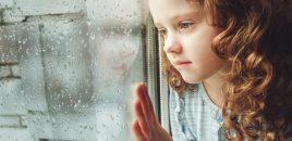 Drama copiilor ai căror părinți sunt plecați în străinătate