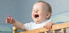 De ce plânge bebelușul