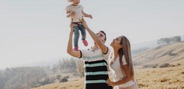 Cum să ne creștem fetițele să nu accepte rolul de victimă